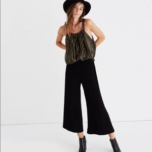 Madewell Gramercy wide leg pants in black. Size 6.